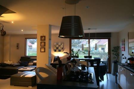 Maison au calme de 100m2,  proche d'Annecy - Casa