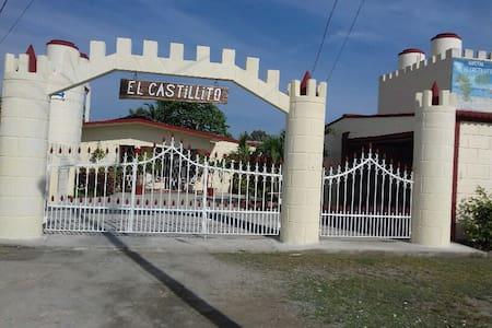 Hostal ¨El Castillito¨ - House