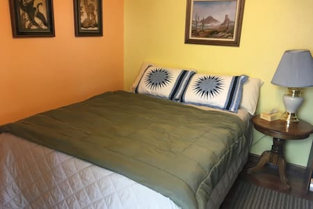 Quaint guest house w/ bath. - Quartzsite - Bed & Breakfast
