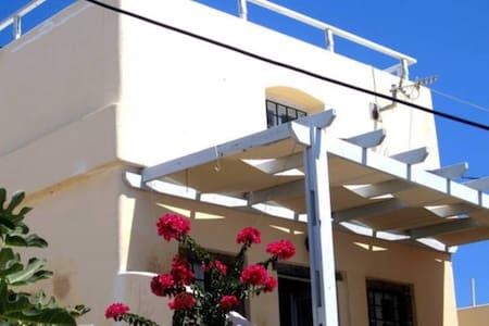 Maison typique à Pyrgos Santorini - Ev