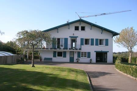 Appartement au rez de chaussée d'une villa - Arcangues - Appartement