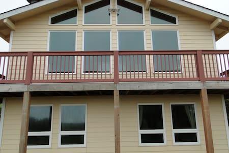 Julies - 2  Bedroom Ocean View Home - Ház