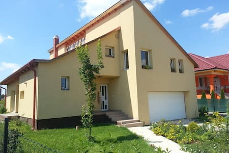 Excellent room 20 minutes from Budapest - Haus
