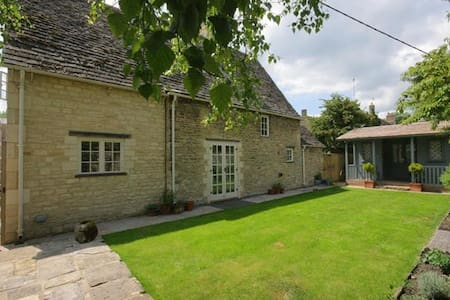 Church Cottage, Burford. - Huis