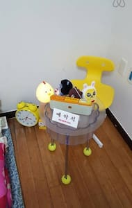 SF Boy Model House is a guesthouse run by SF boy model agency. Our home is located in Itaewon,the center of Seoul, the hottest and trendiest place for tourists and Koreans. Foreigners are especially welcome here! 저희 Birthday House는 서울의 중심인 이태원에 있습니다.
