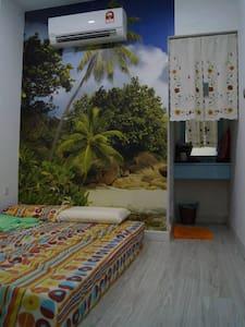 这是一家位于 马来西亚 邦咯岛上的 海边民宿 - Kollégium