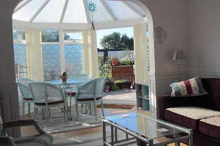 """Hacienda"" touch of Spain in Sunny Sussex. - Chichester - Apartamento"
