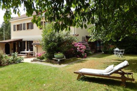 Chambres d'hôtes avec spa près de Vaux le Vicomte. - Réau - Gästehaus
