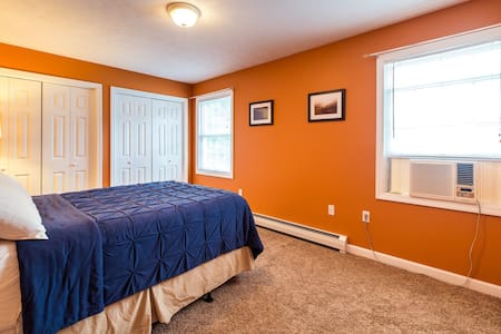 Private bedroom close to downtown - Apartament