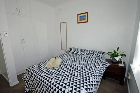 Private Room in quiet GlenHuntly. - Glen Huntly