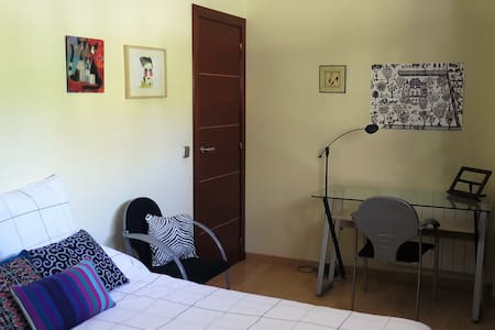 Double room+bathroom wifi green area near Valencia - Maison