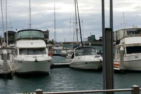 House Boat stay. Fishing. relaxing. - Båt
