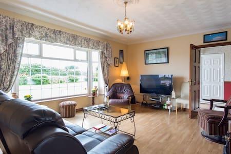 Quiet room in Gurrane - Oranmore,  - House