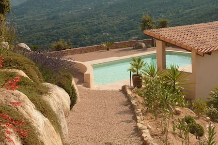 studio avec piscine, vue imprenable - Ev