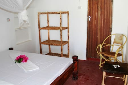 Doubleroom/private bathroom in Sunny House Paje - Paje - Huis