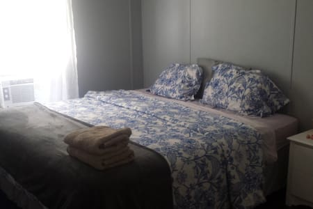 Peaceful private king bed near river and springs! - O'Brien - House