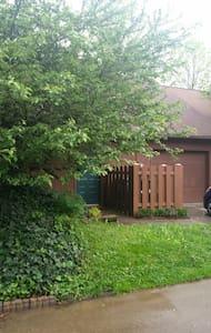 Hidden Gem nestled in cul-de-sac - Lexington - Casa