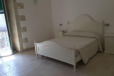 """Affittacamere """"Palazzo Vilei"""" - Giurdignano"""