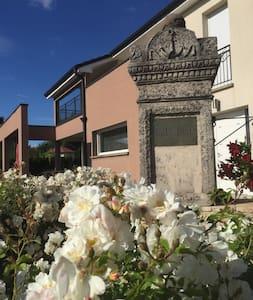 la villa des roses blanches - Rumah