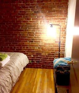 Boston Centrally Located Brownstone - Boston - Apartment