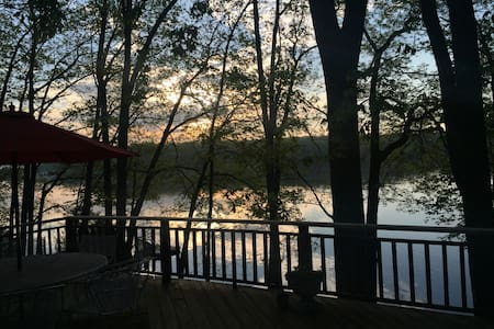 Lake front house with amazing views - Hawley - Huis
