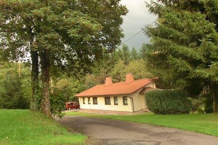 Doppelhaus direkt im Thüringer Wald - Huis