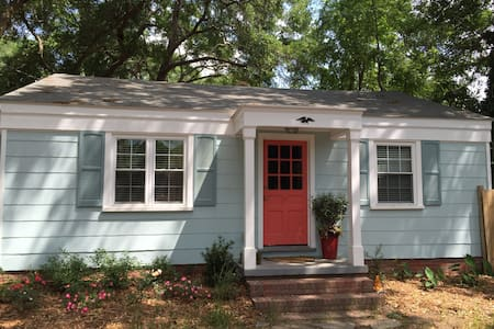 Sweet Cottage Guest Room in Charleston! - House