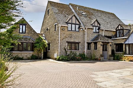 Large secluded family home - Kidlington - Bed & Breakfast