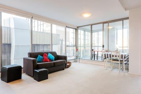 Sun Drenched Bondi Apartment - Wohnung