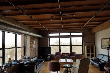 Beautiful loft, 10min to downtown pink line acces - Chicago - Loft