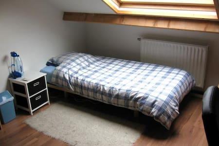 student room 240€ - Hus