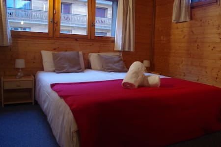Central hostel Chatel twin/dbl room - Aamiaismajoitus