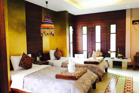 our boutique twin sisters bedroom - Pai - Bed & Breakfast