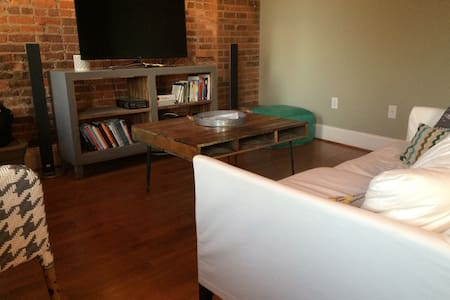 Downtown Apartment with Cozy Feel - Winston-Salem - Apartment