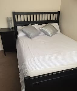 room near airport and central..! - Northolt - Talo