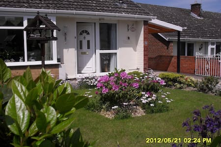 Double bedroom, Gresford - Maison