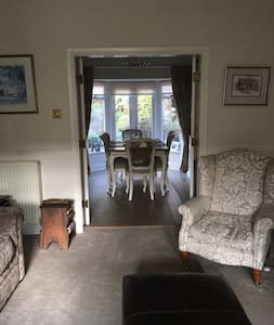 Beautiful Spacious home in Wilmslow town Centre - Wilmslow - Huis