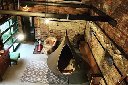 Cocoon: Your Nest Add On. - Evansville - Zelt