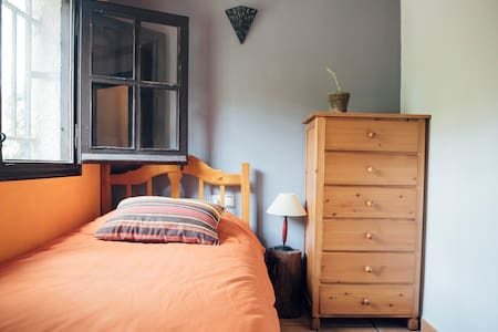 double room in a beautiful stone house with garden - Albarracín - Apartment