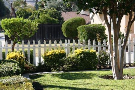 洛杉矶Ruby之家: 优雅舒适丶安全便利。现有双床套房出租 - Rowland Heights - House
