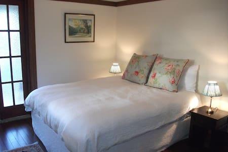Beautiful rooms in historic  home - Rumah