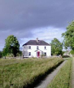 Charming Irish farmhouse - Casa
