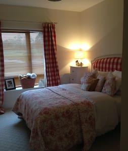 Beautiful Double Room South County Dublin - Dublin - Apartment