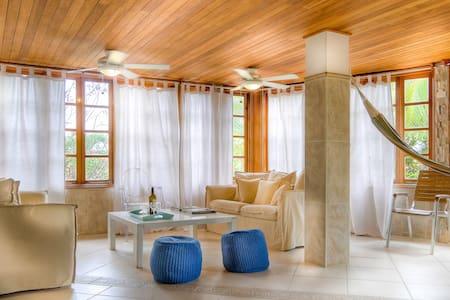 Villa Pregonda: direct access to beach, pool (6+) - Contadora Island - Villa