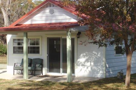 New Cottage/Studio - Starke - Bungalo