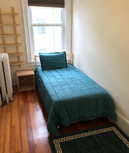 Private Room in Allston, Free Parking, Harvard/BU - Ház