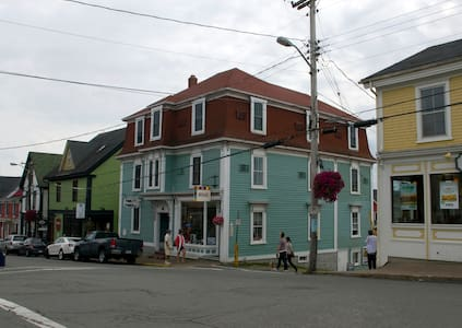 Fawlty Towers on Lunenburg Harbour - Lunenburg - Other