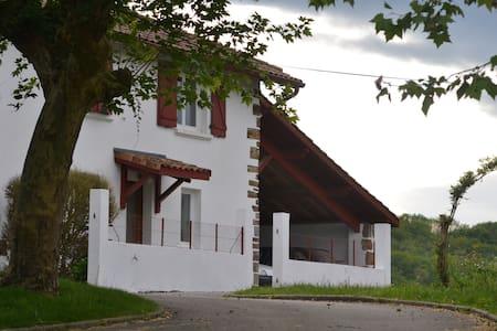 Maison de campagne au Pays Basque - Rumah