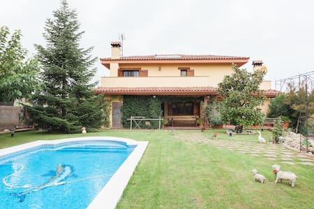 Casa familiar con piscina privada - Maison