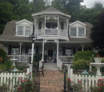 CAROLINE'S BED AND BREAKFAST - Wilmington - Bed & Breakfast